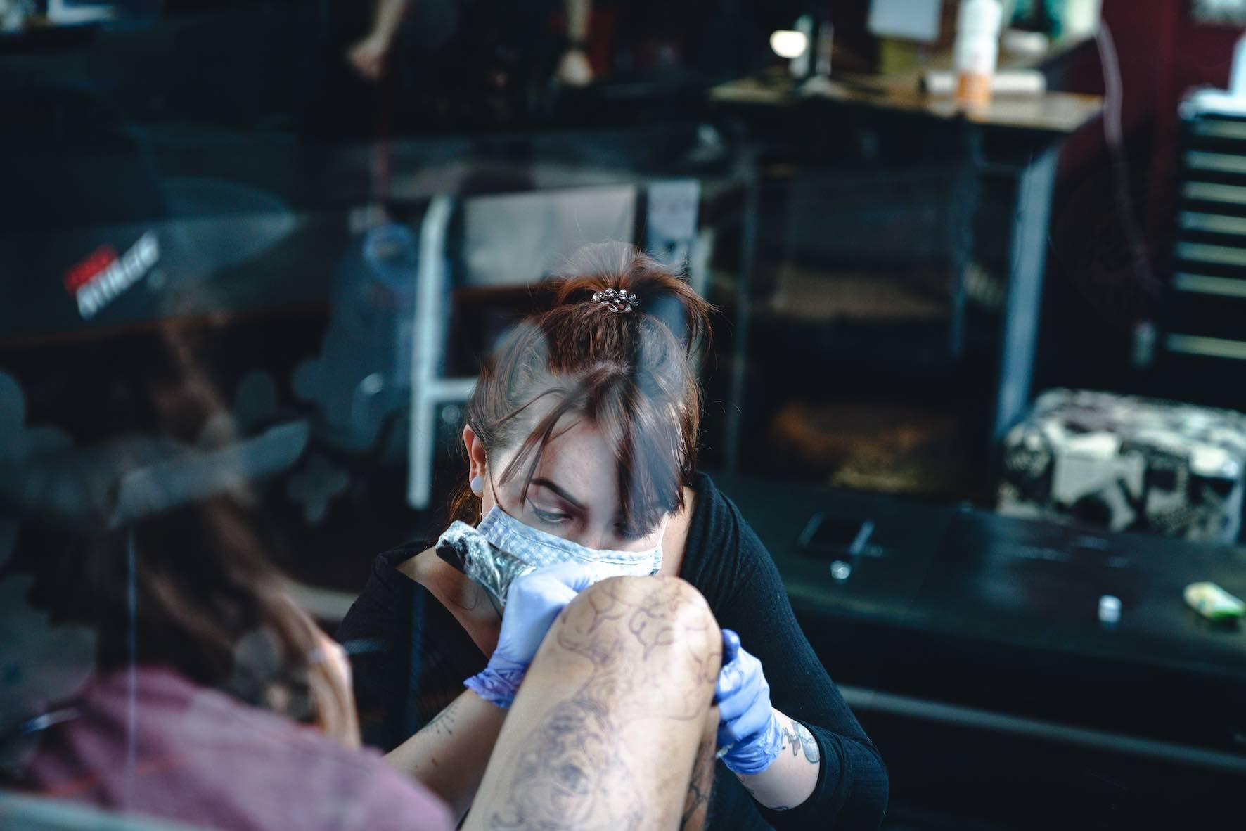 Tarryn Faye Brummage tattooing our of Ting's Tattoo Studio