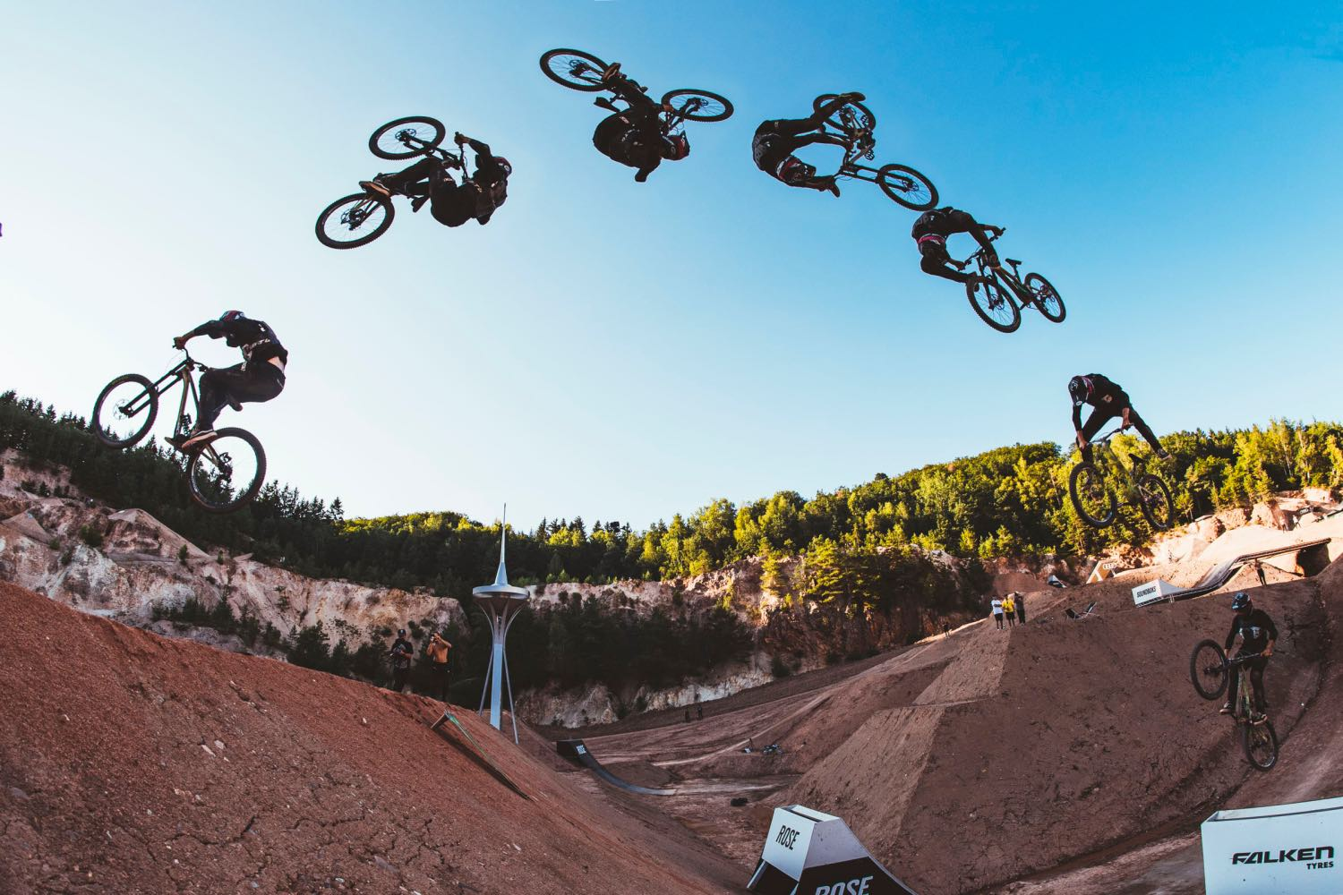 Elias Ruso riding at the 2021 Audi Nines Freeride and Slopestyle MTB event